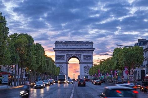 Arc_de_Triomphe_-_Champs-Élysées.jpg