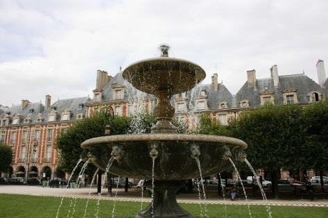 Paris-Place-Des-Vosges-Source-489793.jpg