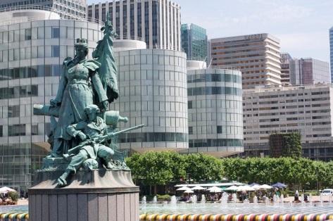 Statue_of_la_Défense_June_2010.jpg