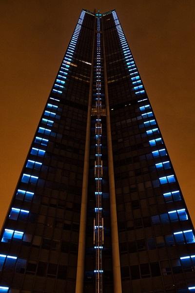 Tower-Paris-Montparnasse-Hochaus-Night-109946.jpg
